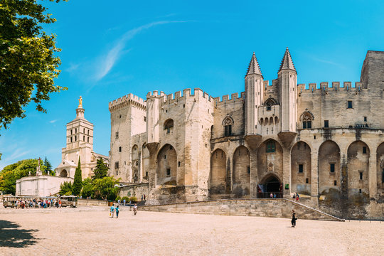 Ancient Popes Palace, Saint-Benezet, Avignon, Provence, France