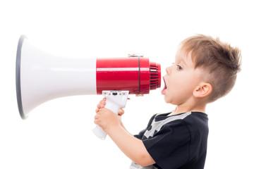 süßer junge mit megaphone