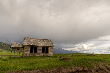 Old Abandoned Farm / Old abandoned farm in Wyoming, United States. Spring with cloudy sky.
