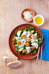 salad with gorgonzola, arugula, walnuts and pear