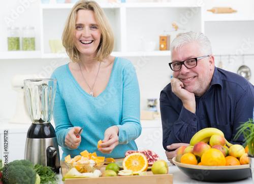 Kochen Macht Spass zusammen kochen macht spaß stockfotos und lizenzfreie bilder auf