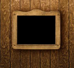 Holzschild auf Holzwand