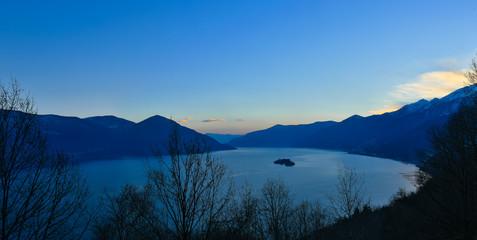 Panoramica dall'alto del lago