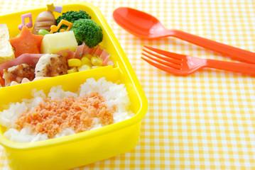 園児のお弁当/480mlのお弁当箱使用。 年中、年長さん(4~6歳)のお子さんが対象の容量です。