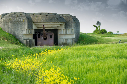 Longues Sur Mer Battery. The 150-mm guns, Longues-sur-Mer battery was a World War II artillery battery constructed by the Wehrmacht near the French village of Longues-sur-Mer in Normandy.