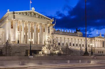 Wien Parlament bei Nacht