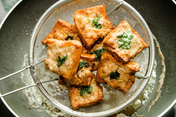 bread with minced pork