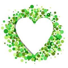 Grünes Konfetti umrahmen ein Herz