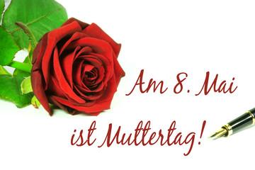 Am 8. Mai ist Muttertag!, Schrift mit roter Rose und Füllfederhalter auf weiß, isoliert, Copyspace