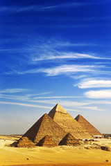 Photo sur cadre textile Egypte Egypt. Cairo - Giza. General view of pyramids from the Giza Plateau (there is 3 pyramids popularly known as Queens' Pyramids on front side; next: the Pyramid of Menkaure, Khafre and Chufu)