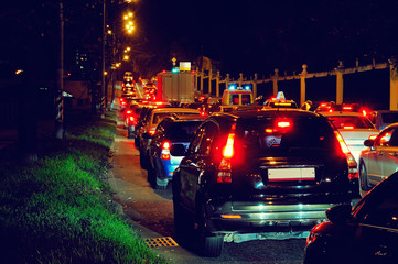 Poster Motorise Night traffic jam on a city street