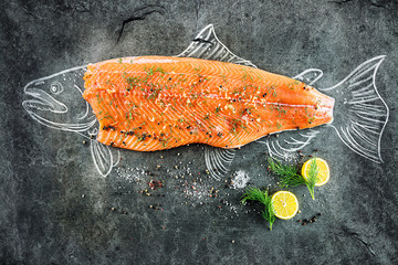 Foto auf AluDibond Fisch raw salmon fish steak with ingredients like lemon, pepper, sea salt and dill on black board, sketched image with chalk of salmon fish with steak