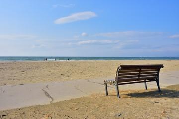 ビーチのベンチ