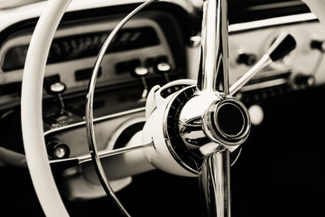 Fotomurales - Classic car with close-up on steering wheel