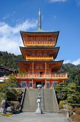和歌山県 正面から見た青岸渡寺
