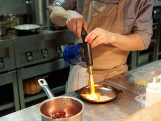 Chef is burning onion slices
