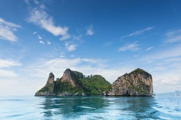 Obraz Thailand Chicken Head island cliff over ocean water during tourist boat trip in Railay Beach resort - fototapety do salonu