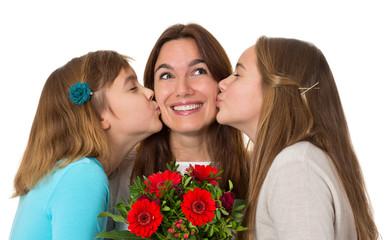 Muttertag - Mama bekommt Kuss und Blumen