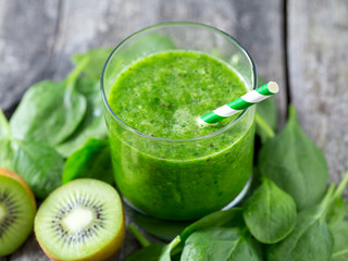 fresh green smoothie on wooden surface