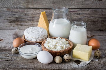 Foto op Aluminium Zuivelproducten Selection of dairy products on rustic wood bacground