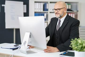 erfolgreicher unternehmer im büro