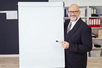 manager präsentiert am flipchart