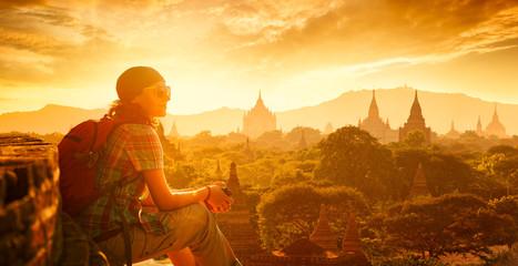 Fototapeta woman backpacker sit on sunset and enjoy the view. obraz
