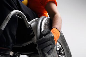 Niepełnosprawny na wózku inwalidzkim