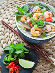 Pho Thom Yum, Vietnamese spicy prawn soup