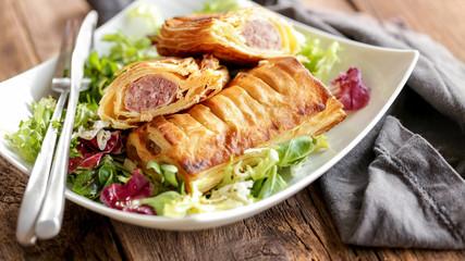 friands à la viande et mesclun de salade 4