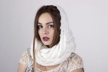 модный портрет красивой, молодой девушки