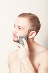 bearded guy shave electric razor
