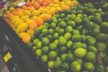 スーパーマーケットのレモン