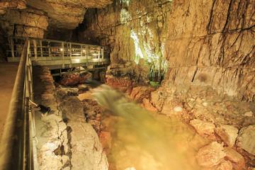 Grotte di Stiffe: il fiume che scorre
