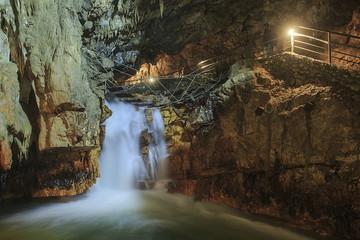 Un fiume impetuoso sotterraneo.