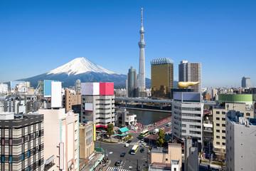 Foto auf AluDibond Tokio Tokyo skyline in Asakusa mit Skytree und Mount Fuji im Hintergrund