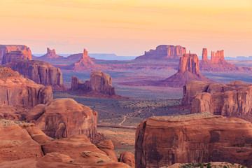 Zelfklevend Fotobehang Arizona Sunrise in Hunts Mesa in Monument Valley, Arizona, USA