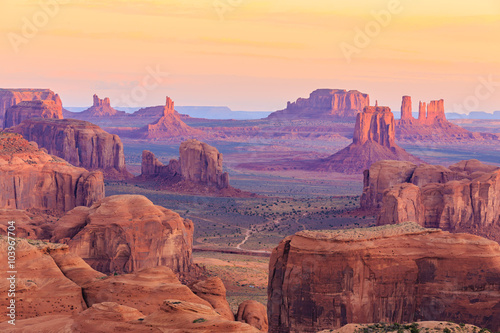 Wall mural Sunrise in Hunts Mesa in Monument Valley, Arizona, USA