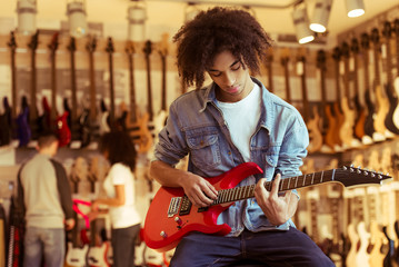 Photo sur Toile Magasin de musique Man playing electric guitar