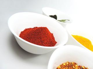Fotorolgordijn Kruiden Variation of spices, paprika powder, curry, chili powder and laurel leafs