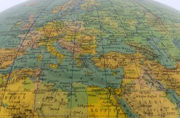 Mittelmeerregion auf einem alten Globus