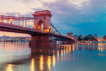 Fotomurales - Czechenyi Chain Bridge in Budapest, Hungary, early morning