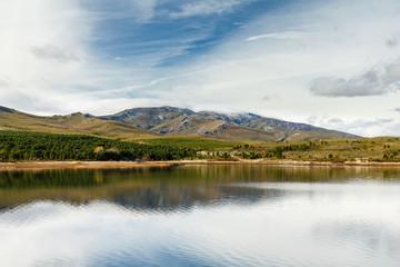 Embalse del Valtabuyo y Sierra del Teleno. Tabuyo del Monte, León.