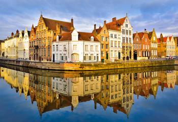 Foto auf Gartenposter Stadt am Wasser Traditional architecture in Brugge town, cityscape and skyline view