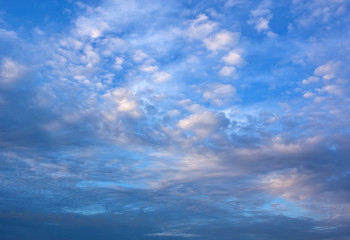 Papier Peint - perfect  light white clouds in the blue sky