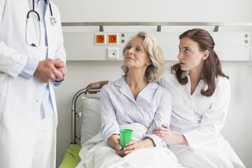 Germany, Leipzig, Doctors' visit in hospital