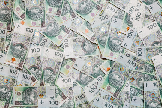 PLN - stos banknotów 100 zł