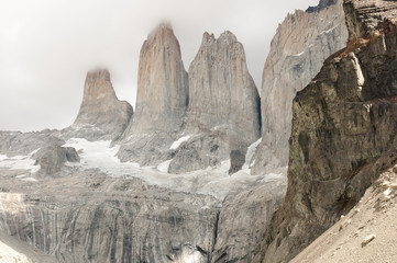 Fotobehang - Granite Towers - Torres Del Paine National Park - Chile