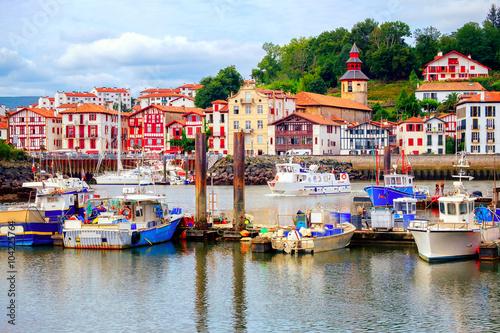 Colorful basque houses in port of saint jean de luz france photo - Linge basque st jean de luz ...