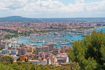 Mallorca, Isole Baleari, Spagna: vista panoramica della città di Palma vista dal castello di Bellver, 11 giugno 2012